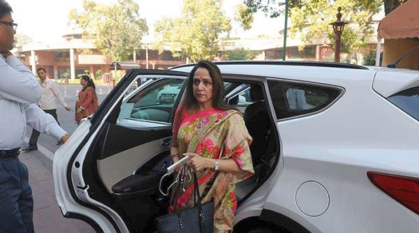 Hema Malini in her Hyundai Santa Fe