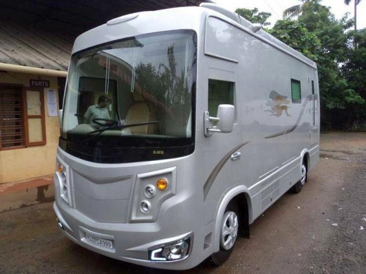 Mohanlal's Caravan from Ojes Coach