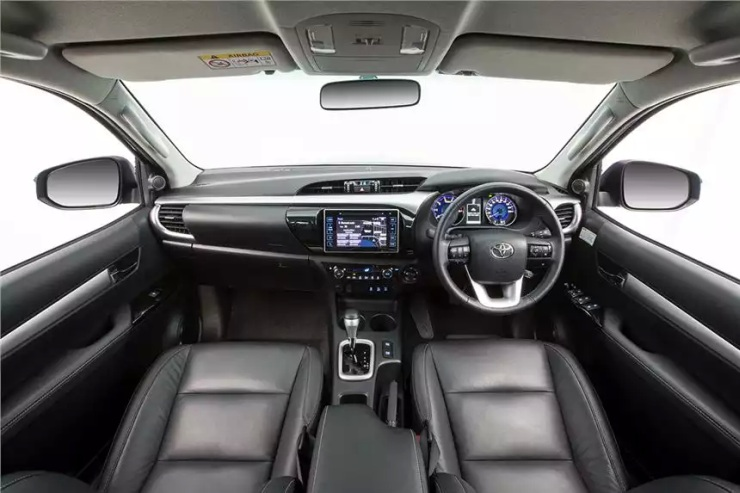 2016 Toyota Fortuner SUV 1