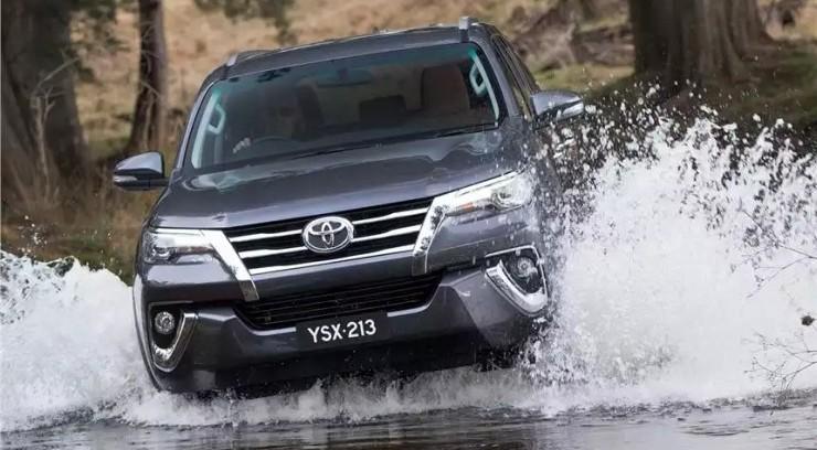 2016 Toyota Fortuner SUV 13