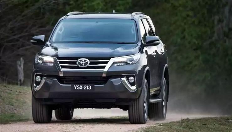 2016 Toyota Fortuner SUV 6