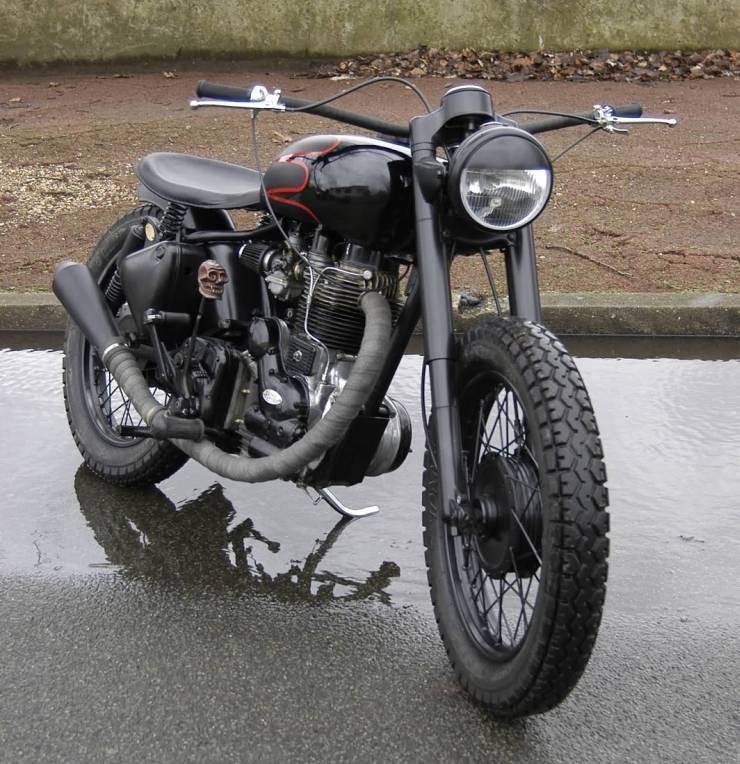 Royal Enfield Bobber Custom 1