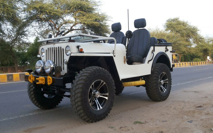 White Open Top Jeep 3