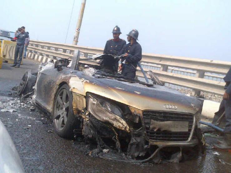 Audi R8 Spyder Mumbai burnt