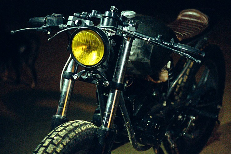 Bull City Customs' Yamaha RX135 cafe racer 4