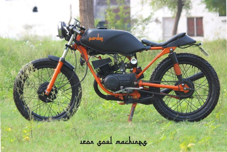 10 beautifully customized Yamaha RX100/135 motorcycles from
