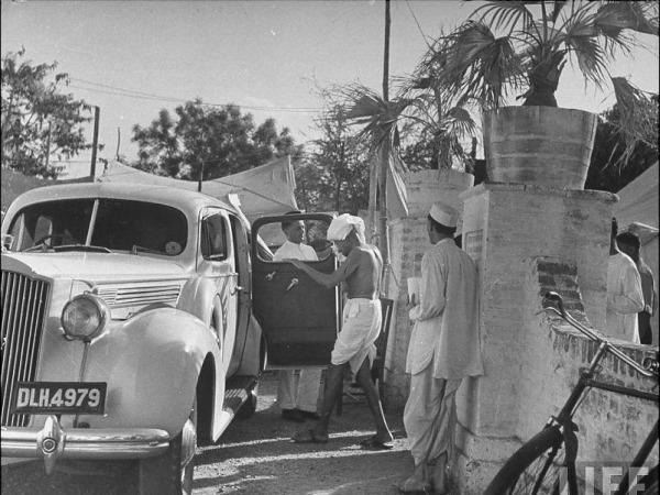 Mahatma Gandhi entering GD Birla's Packard