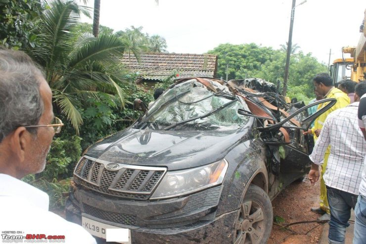Mahindra XUV500 Airbags Crash 1