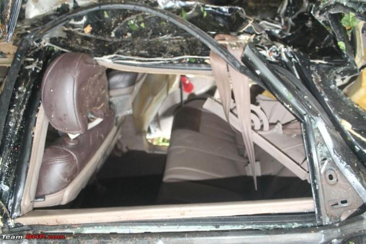 Mahindra XUV500 Airbags Crash 4