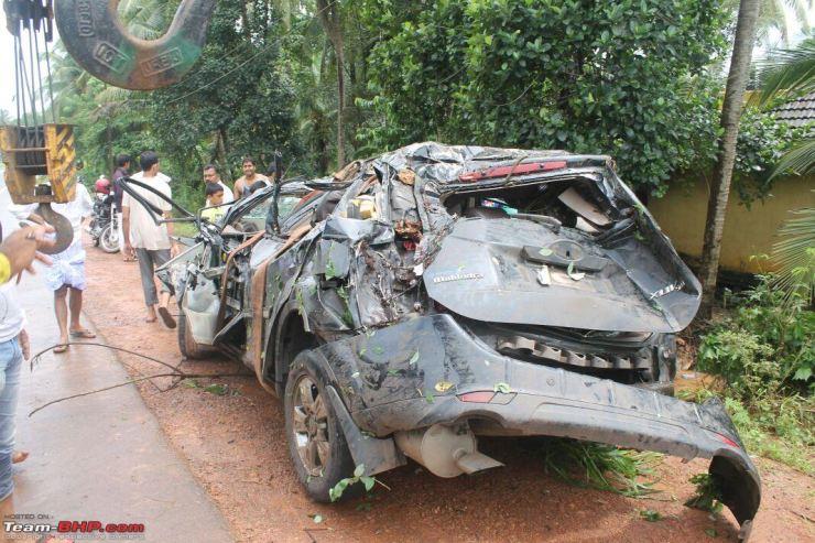Mahindra XUV500 Airbags Crash 7