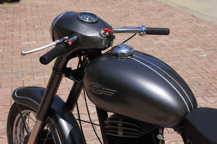 Nomad_Motorcycle_Chop_Shop_Pune_Jawa_Restoration_Jawa_250