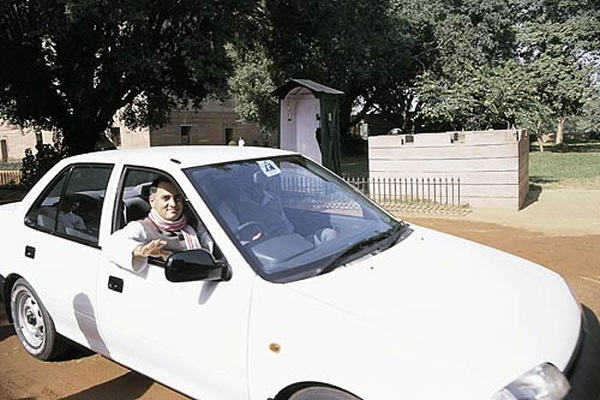 Rajiv Gandhi in his Maruti 1000