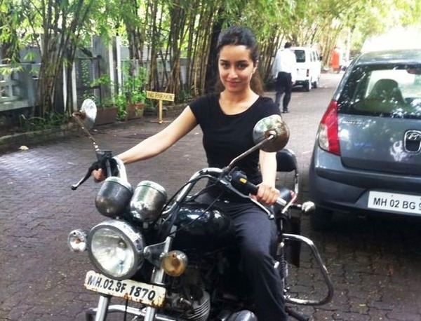 Shraddha Kapoor on a Royal Enfield Thunderbird in Ek Villain