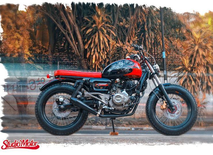 Studio Motor's Bajaj Pulsar 220 based bobber custom 5