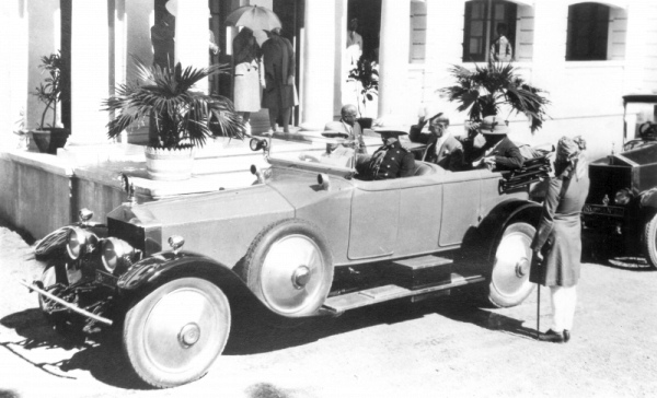 thumb800_rajpipla-Maharaja-Shri-Sir-Vijaysinhji-of-Rajpipla-in-his-Roll-Royce-Silver-Ghost-1921-with-Sir-Frederick-Sykes-Governor-of-Bombay-at-Rajpipla-in-1929--1