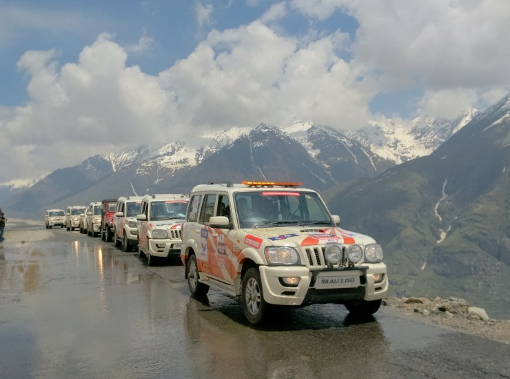 Day 3 Convoy lines up just after Rohtang