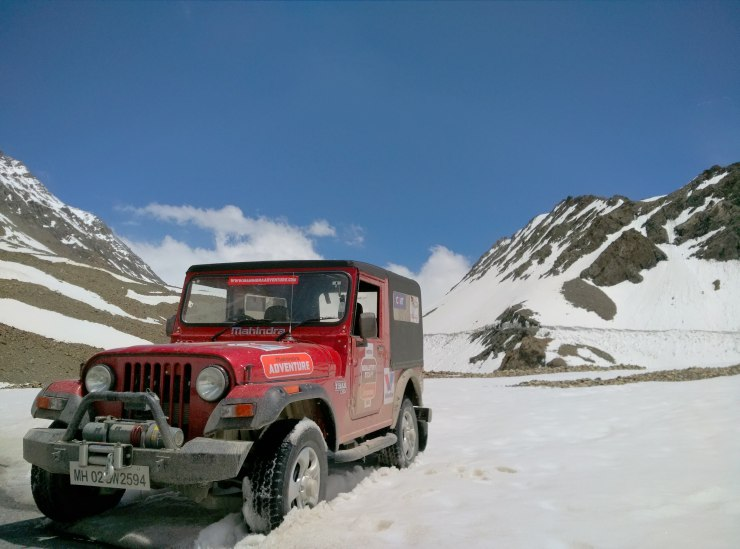 Day 5 Thar plays in snow at Baralachla