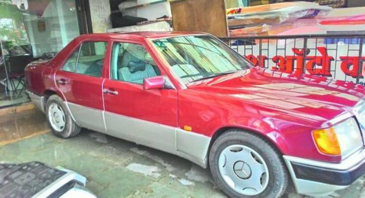 1993-Mercedes-Benz-E-Class-1998-2002-220-2678575
