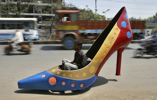 funny-modified-car-in-the-shape-of-a-heels-india
