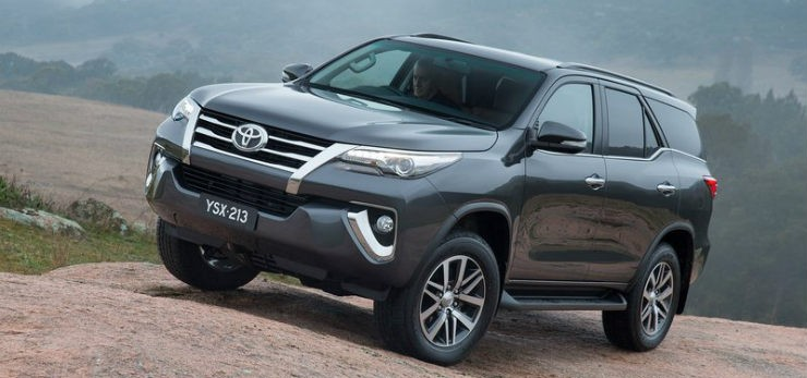 Toyota-Fortuner_2016_800x600_wallpaper_04