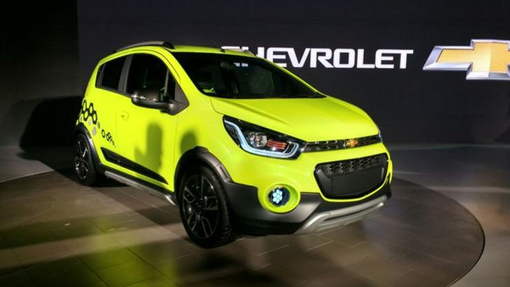 Auto Expo 2016 - General Motors unveils the Spin MPV, Chevrolet Beat Active Cross and Essentia ...