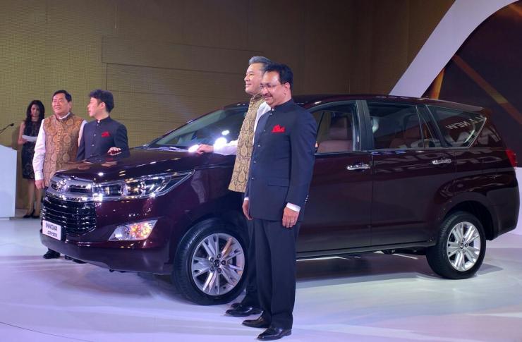 2016 Toyota Innova Crysta Unveiled