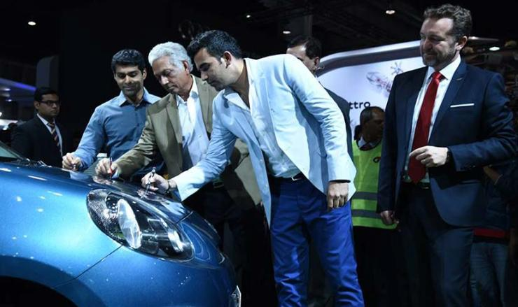 Zaheer Khan and Mohinder Amarnath at Nissan's Auto Expo pavilion
