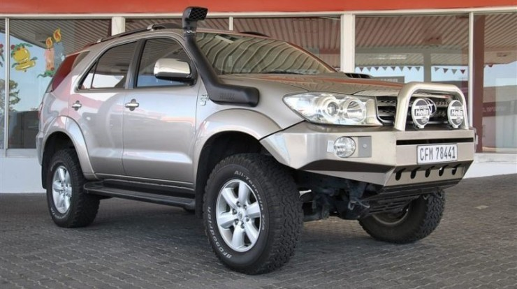 Toyota-Fortuner-with-Steel-Bumper-and-Bull-Bar-2