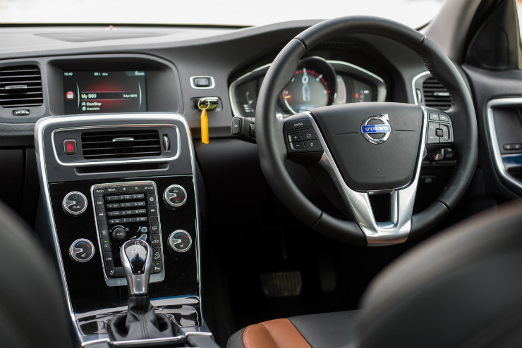 Volvo S60 Cross Country dash