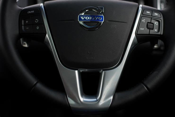 Volvo S60 Cross Country steering