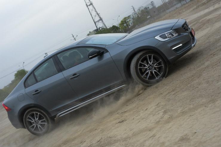 Volvo S60 Cross Country understeer image