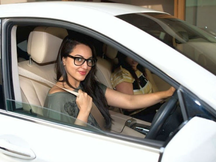 Sonakshi-Sinha-in-her-BMW-5-Series-GT