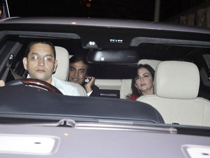 Mukesh-Ambani-in-his-Car