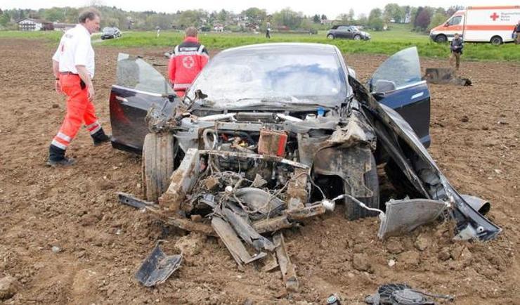 Tesla Model S Crash 2