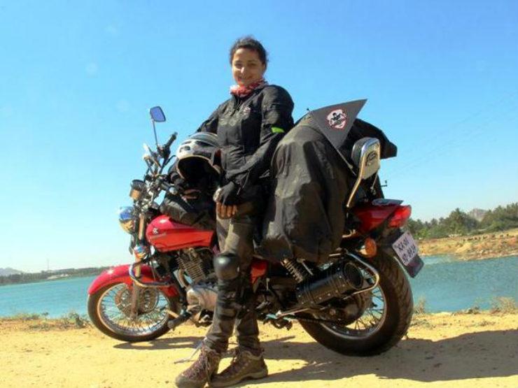 Esha_Gupta_biker_
