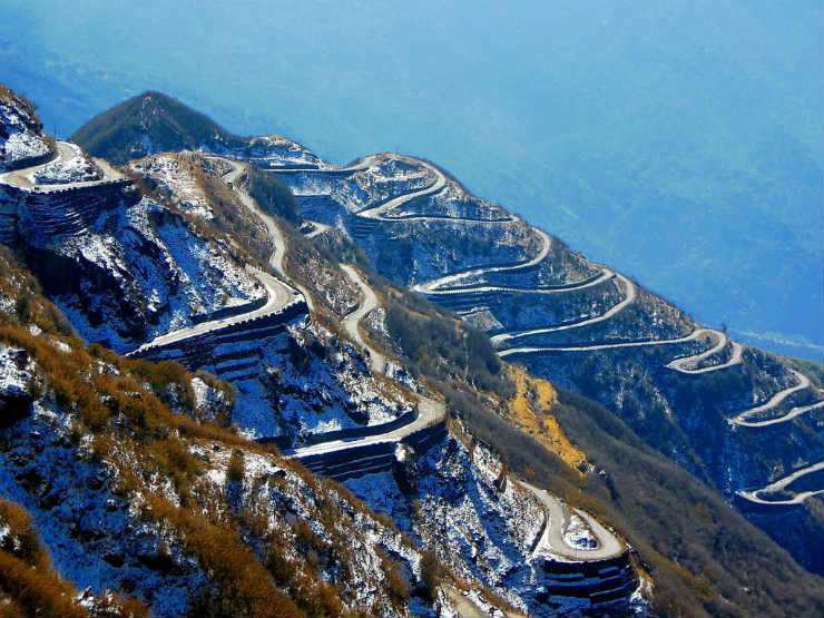 zigzag-road-to-zuluk-from-thambi-view-point-east-sikkim