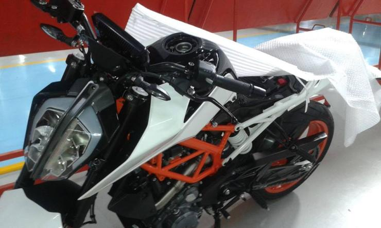 Next-Gen KTM Duke 390 Spyshot