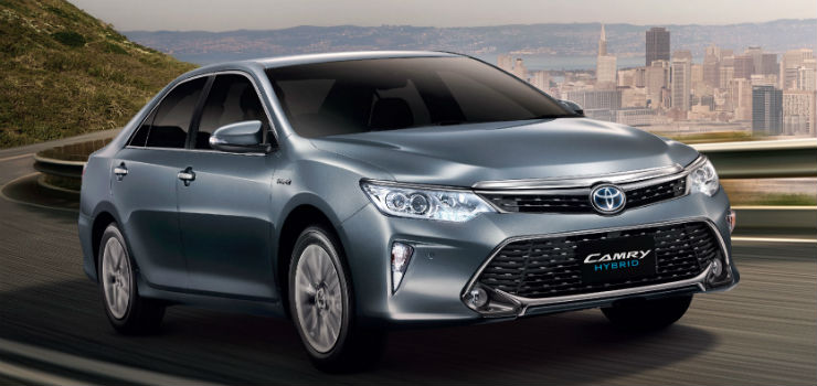 2015-Toyota-Camry-Hybrid-facelift-Thailand-press-shot-front-quarter