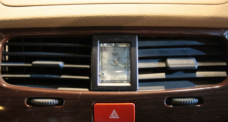 Tata-Safari-Storme-clock