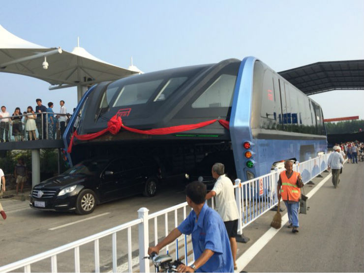 Chinese elevated bus, now a reality