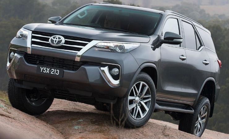 Toyota-Fortuner-2016-1280-02