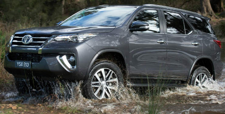 Toyota-Fortuner-2016-1280-0a