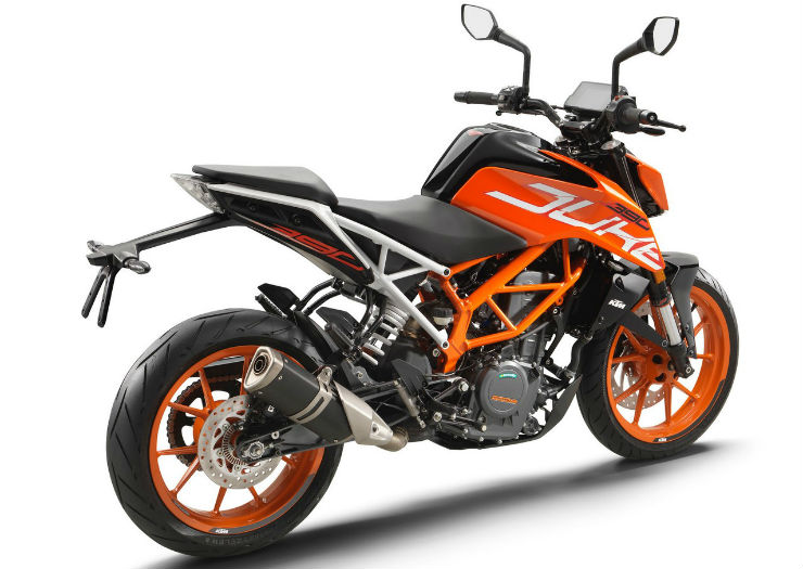 2017-KTM-Duke-390-rear-three-quarters-standstill