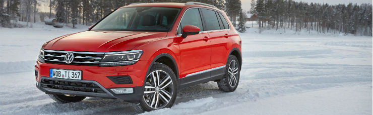 2017-Volkswagen-Tiguan-20-TSI-Euro-Spec-front-three-quarter-02