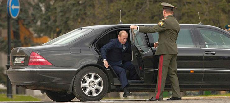 Vladimir-Putin-in-his-Mercedes-Benz-Limousine-1