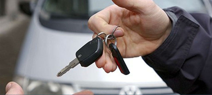 car-and-keys-being-handed-008