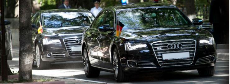 foto-blindate-audi-a8-pentru-angela-merkel-cortegiul-oficialului-germen-compus-din-masini-germane-1345639293