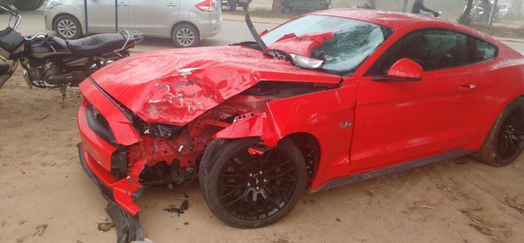 Ford Mustang bike crash 2