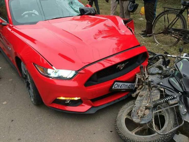 Ford Mustang bike crash 4
