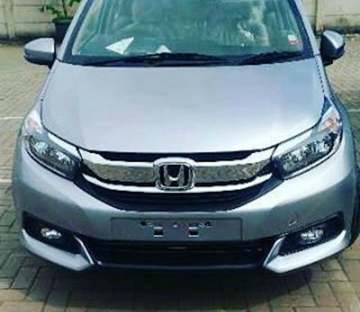 New-Honda-Mobilio-facelift-front-spied-Indonesia